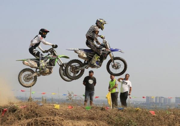 AM贊助車手_林宏益,前往中國參加越野摩托車比賽,成績優異。